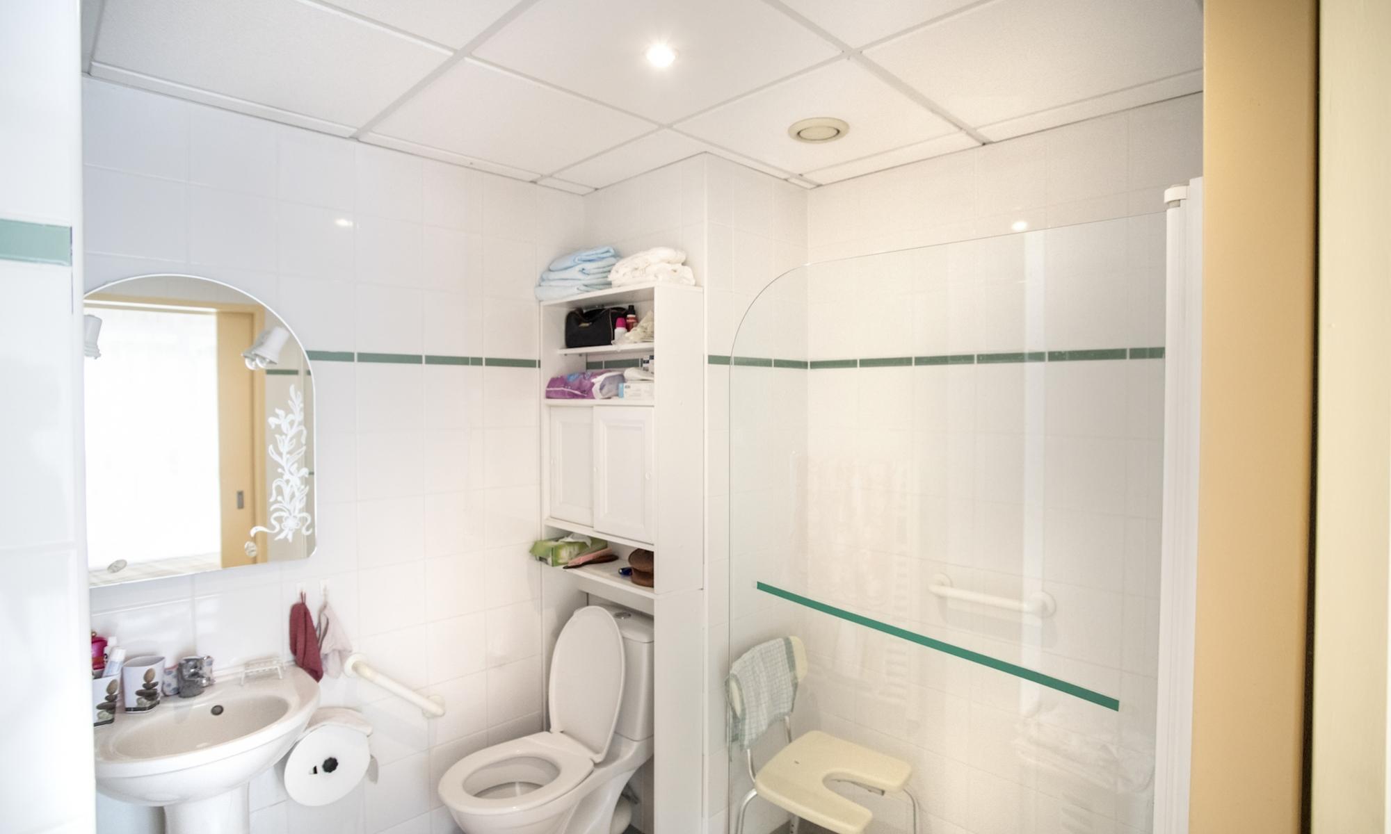Galerie repotel brunoy for Salle de bain maison de retraite